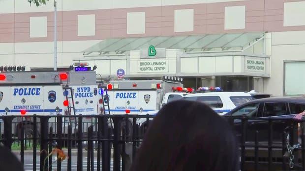 Tiroteo en un hospital de Nueva York dejó al menos dos heridos y un atacante muerto