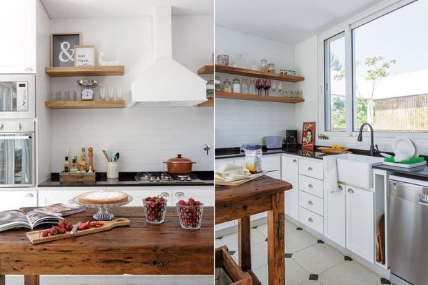 En la cocina con piso granítico (Mosaicos Blangino), bajomesada laqueado y estantes de madera hechos a medida. La isla es un antiguo banco de carpintero. Láminas enmarcadas (Lodd).  Foto:Living /Daniel Karp