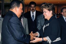 Hugo Chávez fue recibido en Brasilia por Dilma Rousseff