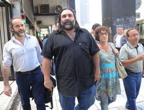 Eduardo López y Roberto Baradel siguen la protesta