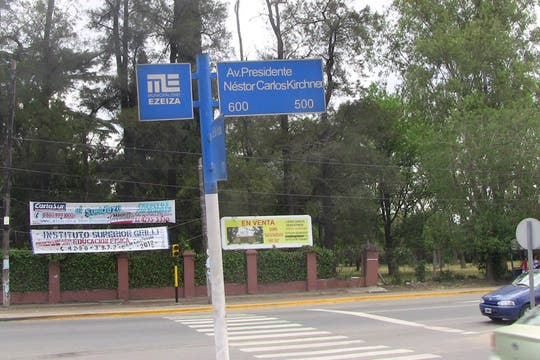 La avenida se llama.... Presidente Néstor Carlos Kirchner. Foto: LA NACION / Natalia Pecoraro