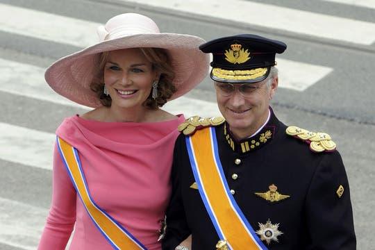 Philippe y Matilde de Bélgica, al llegar a la iglesia Nieuwe Kerk para la entronización de Guillermo. Foto: Reuters