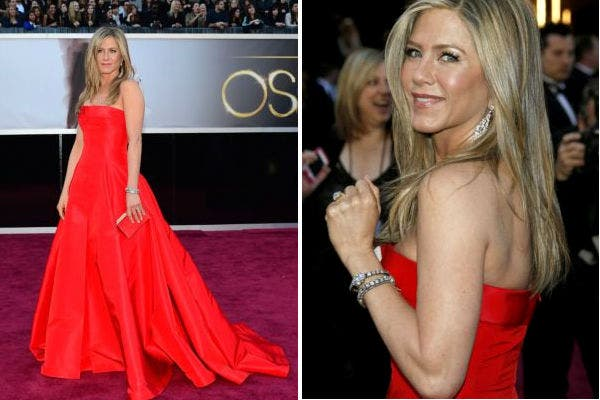 El modelo armado (que decepcionó por lo poco original) de Jennifer Aniston, de mano del realizador Valentino. Foto: AP