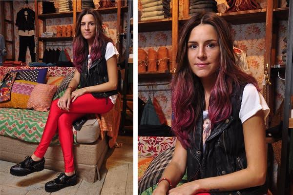 Candelaria Tinelli se animó a las calzas metalizadas en rojo y las combinó con un chaleco bien canchero de cuero. ¿Qué te parece?. Foto: Gentileza Rapsodia