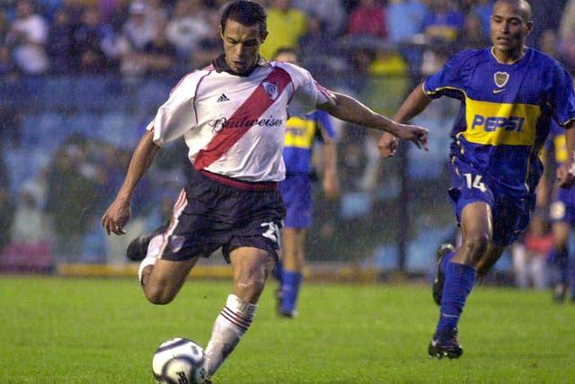 El momento del gol; Rojas le pega y termina en un golazo