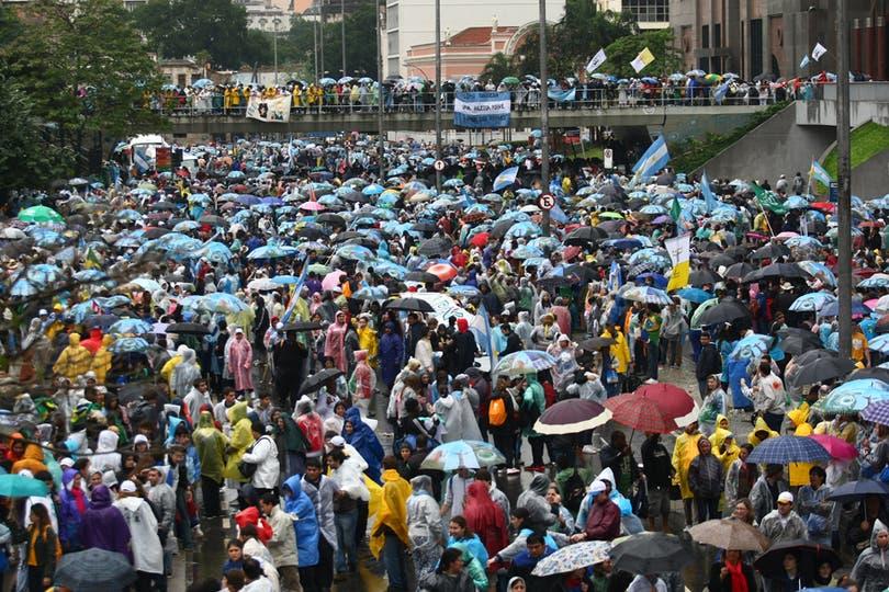 Jóvenes de todas partes del mundo estuvieron presentes en Brasil durante la Jornada Mundial de la Juventud. Foto: LA NACION / Ricardo Pristupluk / Enviado especial