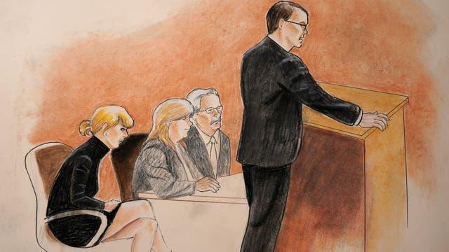 Representación gráfica del juicio. Taylor Swift, junto a su madre y su abogado escuchando los argumentos finales