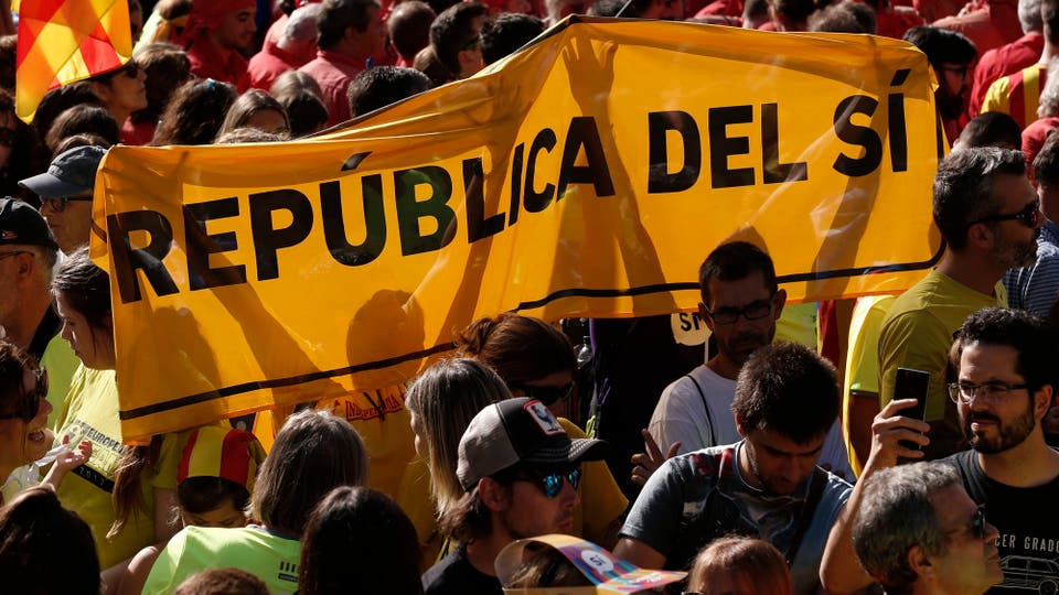 A la gente le habían pedido que usaran una camiseta fluorescente y se concentraran en el Paseo de Gracia y en la calle de Aragón. Foto: AFP
