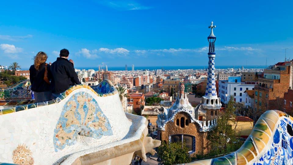 Desde lo alto del Parque Güell, una vista con el sello de Gaudí