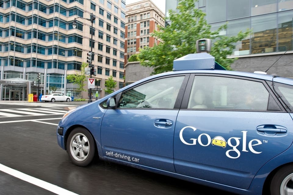 ¿Cómo es viajar dentro del auto sin chofer de Google?