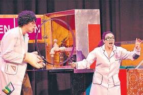 Profesor loco: Emiliano Larrea y Sol Canesa interpretan a Dardo Win y Luz Violeta, dos maestros que se divierten enseñando