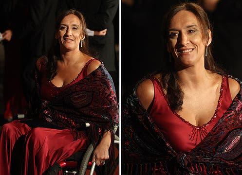 Gabriela Michetti prefirió ir de color granate y combinó su vestido con un chal de estampado búlgaro al tono. Foto: LA NACION y agencias
