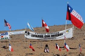 """""""Esperamos romper dentro de las 24 horas"""", le aseguraron las autoridades a los familiares de los mineros que aguardan ansiosos su salida a la superficie"""