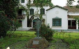 La estatua de Robustiano Patrón Costas, en el Ingenio del Tabacal