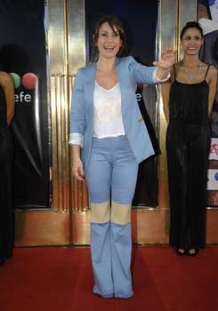 Nancy Dupláa, saluda a los fans y a la prensa al llegar al Gran Rex para vivir una noche llena de emociones..