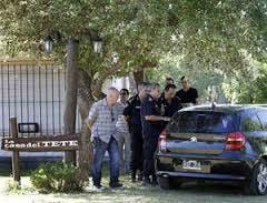 El empresario Ramiro Fini, de 45 años, estaba en su casa de Mar del Plata con su mujer cuando lo asaltaron, lo apuñalaron y degollaron. Los investigadores creen que fue un mensaje mafioso