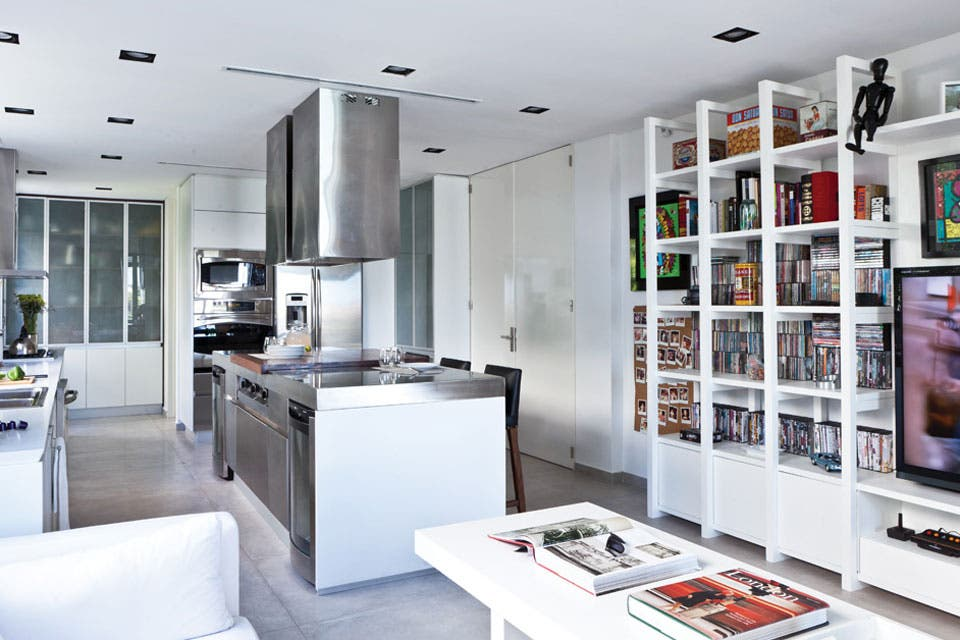 Solución 317: ideas para organizar un living-comedor con la cocina integrada