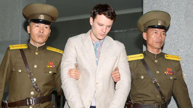 Otto Frederick Warmbier, un estudiante de la Universidad de Virginia que fue detenido en Corea del Norte desde principios de enero, es llevado a la corte superior de Corea del Norte en Pyongyang