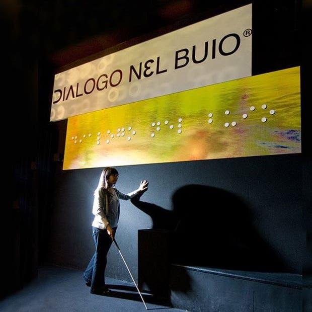 """""""Diálogo en la oscuridad"""" en Milán, Italia"""
