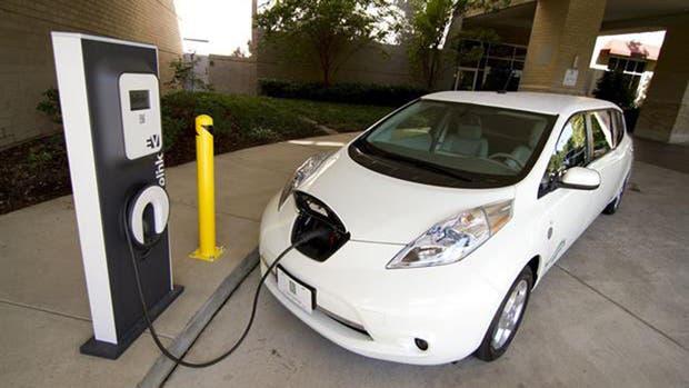 Lo que hay que saber sobre los autos eléctricos en cinco respuestas