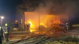 Una falla eléctrica provocó que el fuego se extendiera en 60 toneladas de heno.