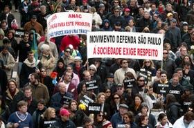 """Miles de brasileños protestaron en Congonhas contra el gobierno por el accidente aéreo, uno de los reclamos del grupo """"Me cansé"""""""