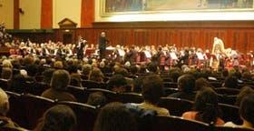 Fue impecable la actuación del violinista y sabia, la dinámica impuesta por el director Pedro Ignacio Calderón