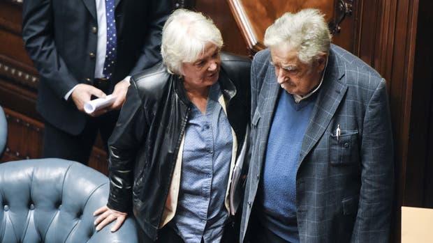 Lucía Topolansky, la esposa de Mujica, es presidenta de Uruguay por un par de días