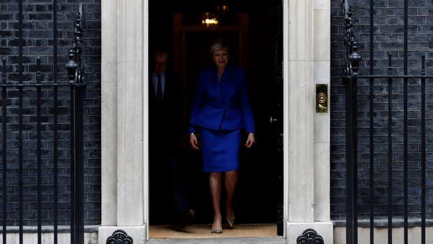 La primera ministra Theresa May quedó en una situación de debilidad tras las elecciones; podría cambiar la postura del Reino Unido en las negociaciones con Bruselas por el Brexit