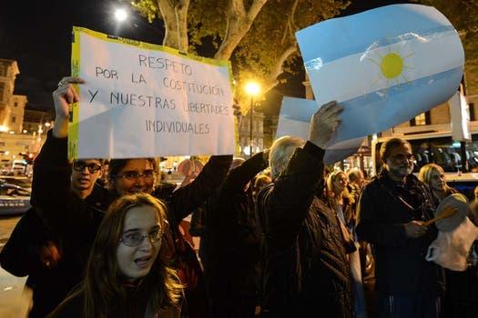 En Roma frente al Consulado argentino. Foto: AFP