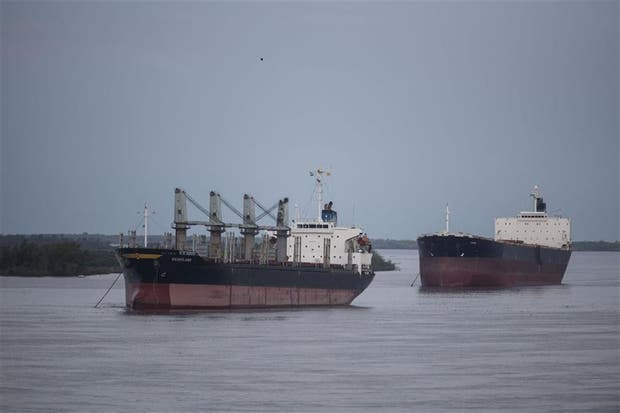 Los barcos no pueden cargar