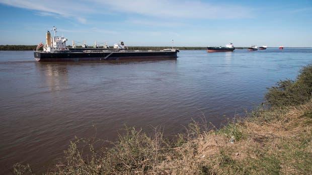 El conflicto en los puertos del Gran Rosario afectó la carga de buques
