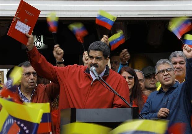 La oposición pide a las FFAA romper con Maduro