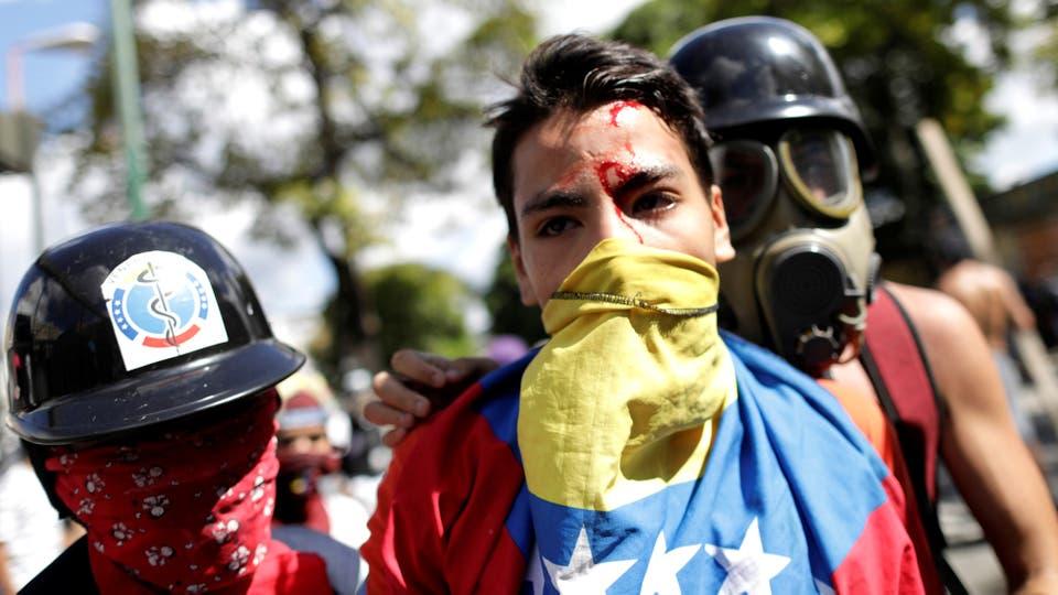 Enfrentamientos entre manifestantes y la Guardia Nacional durante el paro de 48 horas convocado por la oposición. Foto: Reuters / Ueslei Marcelino