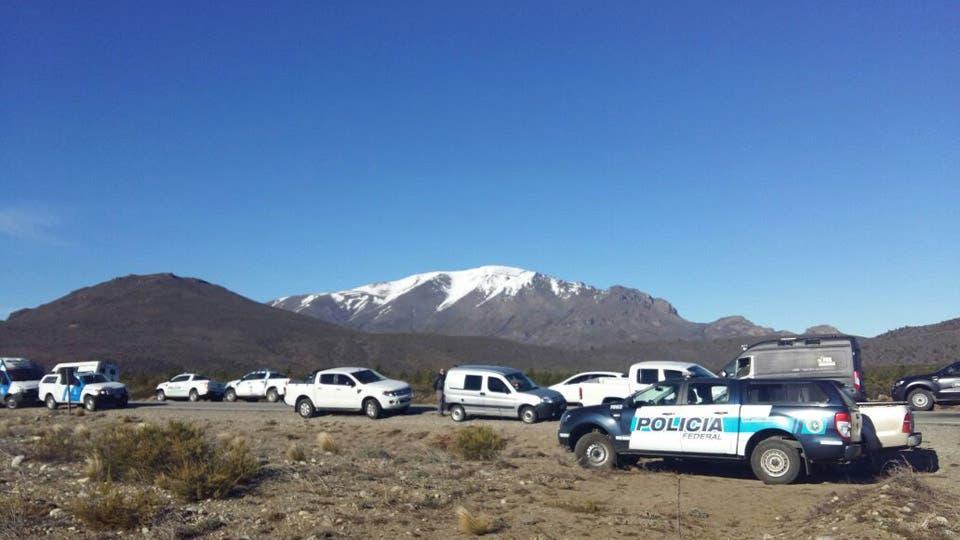 Alrededor de 370 efectivos de distintas fuerzas realizaron el rastrillaje. Foto: LA NACION / Ricardo Pristupluk / Enviado especial