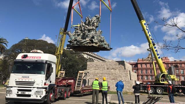Trasladan el monumento de Juana Azurduy a la Plaza del Correo