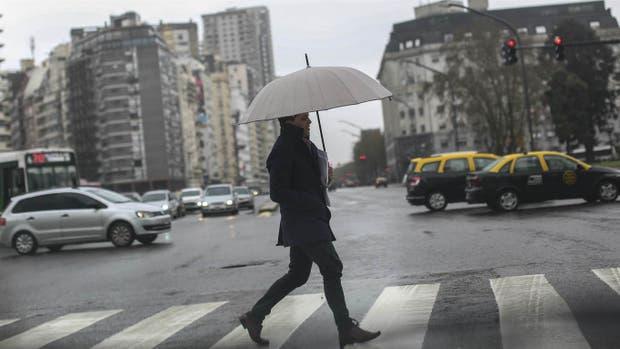 El tiempo: jornada con lluvias y tormentas, descenso de temperatura y una máxima de 25 grados