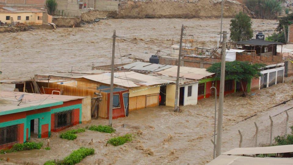 Impactantes imágenes del alud que azotó parte de Lima, Perú. Foto: Dpa