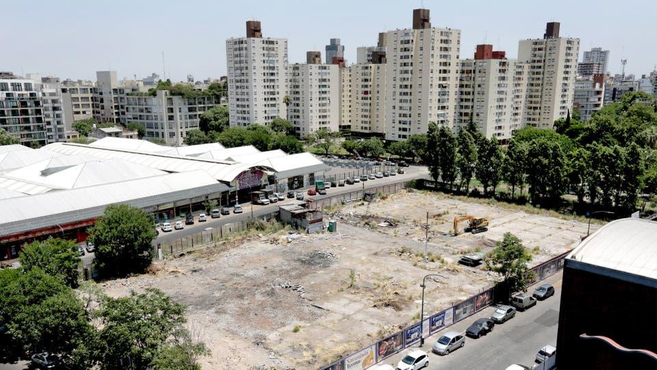 La manzana de Conde, Martínez, Concepción Arenal y Dorrego, eje de la polémica
