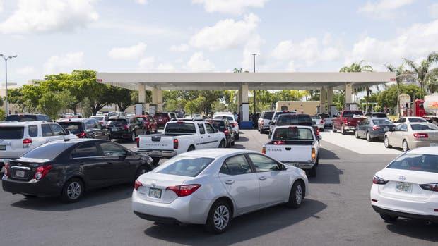 Largas filas para cargar nafta en Miami