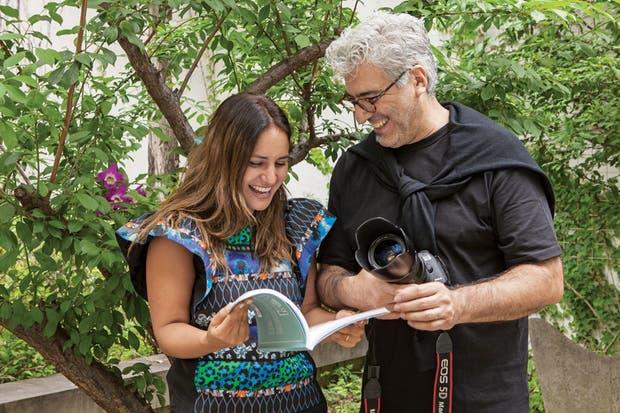 Con el fotógrafo Eduardo Torres en una producción para el libro que están haciendo con Jessica.  Foto:Living /Magalí Saberian