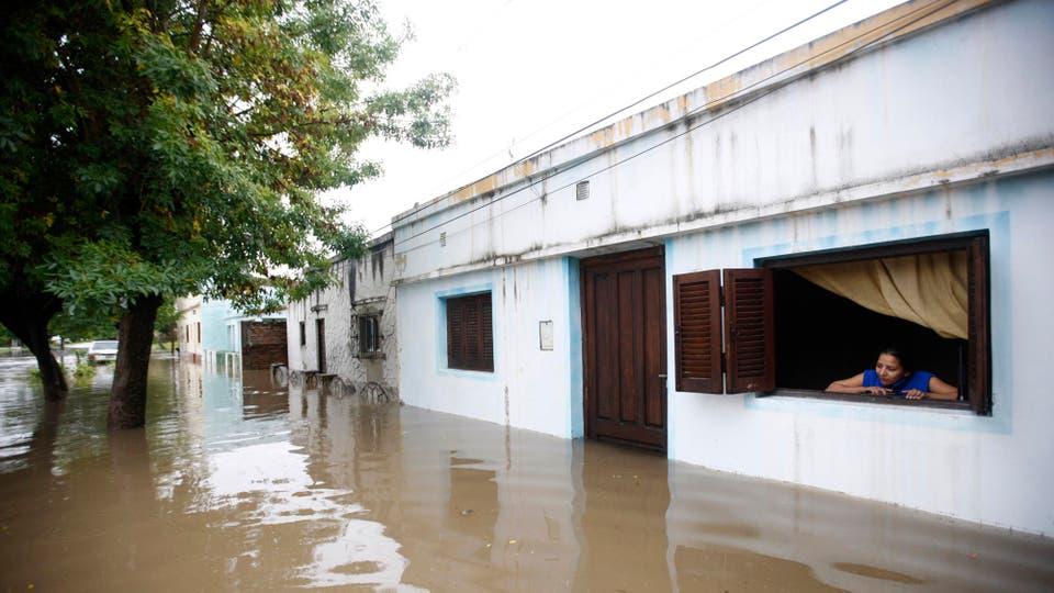 Las calles ahora son de agua, que entra de forma incontenible a las casas. Foto: LA NACION / Mauro V. Rizzi /Enviado especial