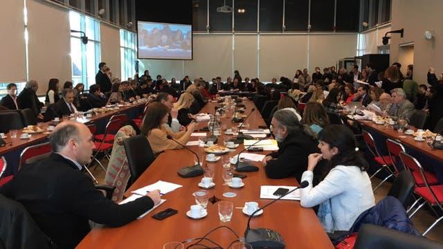 La comisión de Asuntos Constitucionales está integrada por 34 diputados; 14 son de Cambiemos