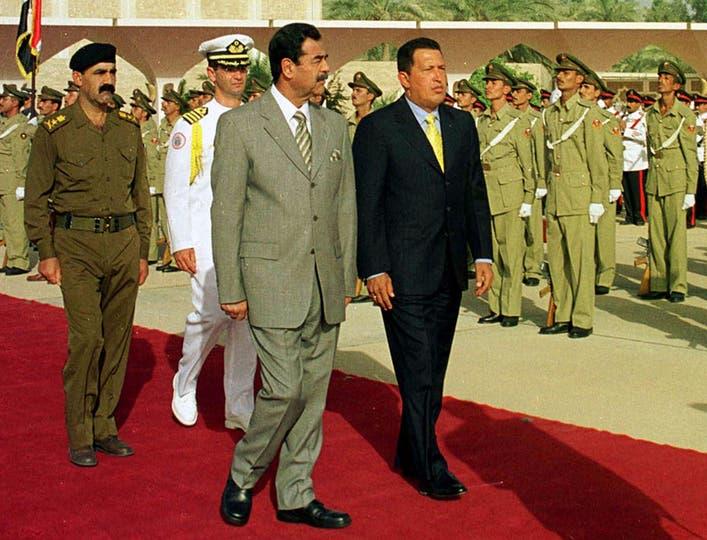 En agosto del 2000 acompañado por Saddam Husseim durante su visita a Iraq. Foto: AP