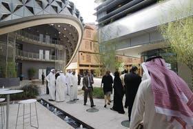 Modelo. Masdar City, en el emirato de Abu Dhabi, es la primera ciudad sin emisiones de dióxido de carbono y autosuficiente energía
