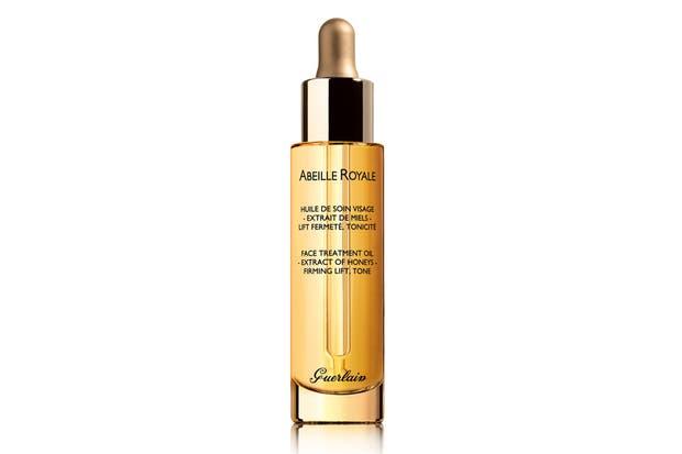 Abeille Royale, aceite de tratamiento. refrescante, contiene mieles específicas que estimulan la firmeza de la piel. $1700, Guerlain.