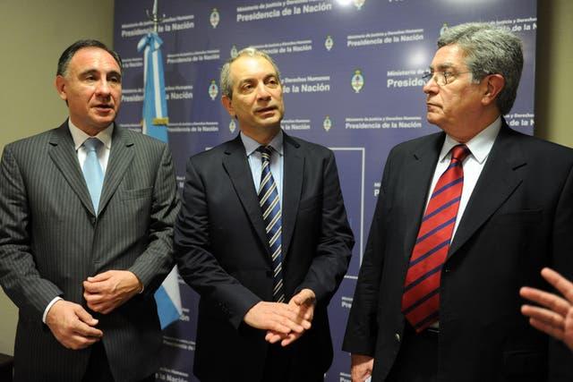 El consejero Ordiales, el ministro Alak y el senador Fuentes presentaron la denuncia contra el juez De las Carreras