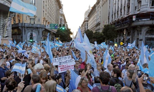 Córdoba. Patio Olmos, con banderas argentinas