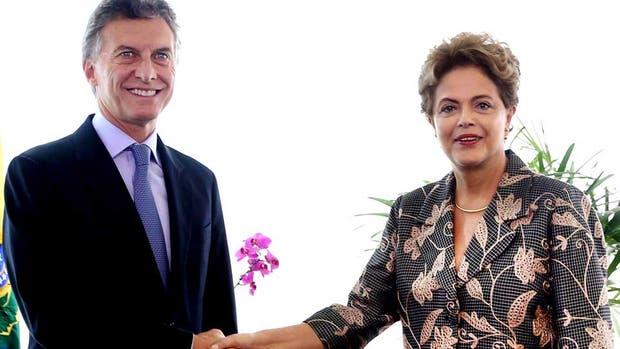 Rousseff se hizo un paréntesis en la crisis interna para recibir a Macri