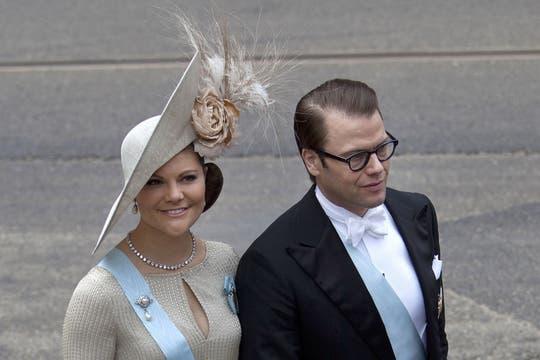 La princesa Victoria y el príncipe Daniel de Suecia, engamados para entronización de Guillermo y Máxima. Foto: AP